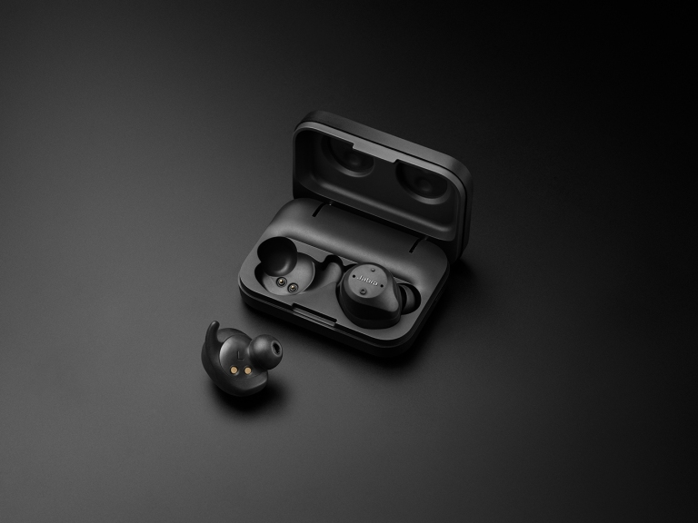 Jabra Elite Sport product adshot 1on1 case