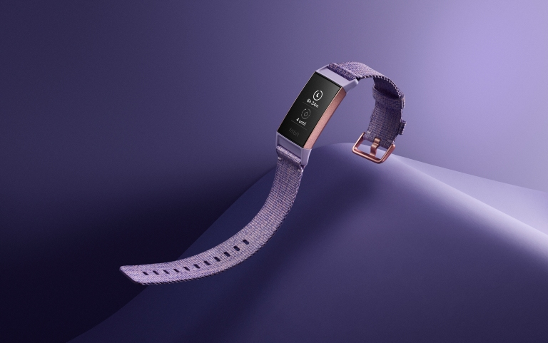 Fitbit_Charge_3_Shot_06_SE_Female_Lavender_RoseGold