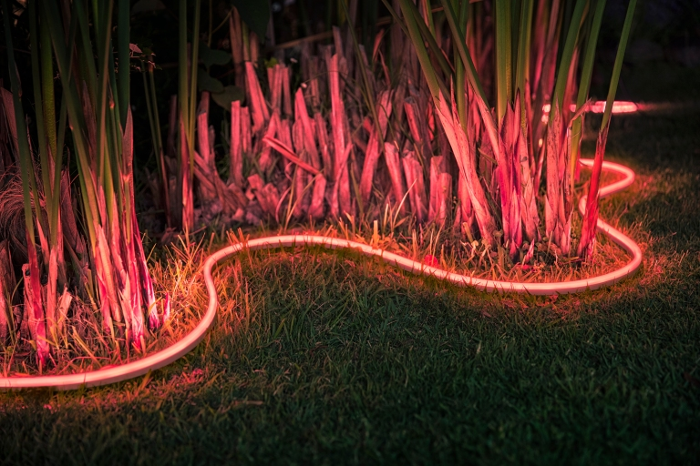 Hue_Outdoor_Lightstrip_diffuse-light-effect_s8